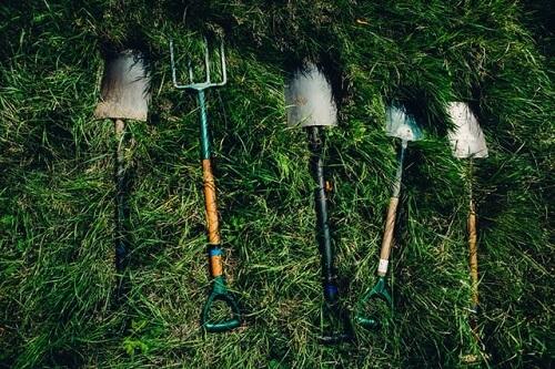 Ranger les outils de jardinage pour les protéger