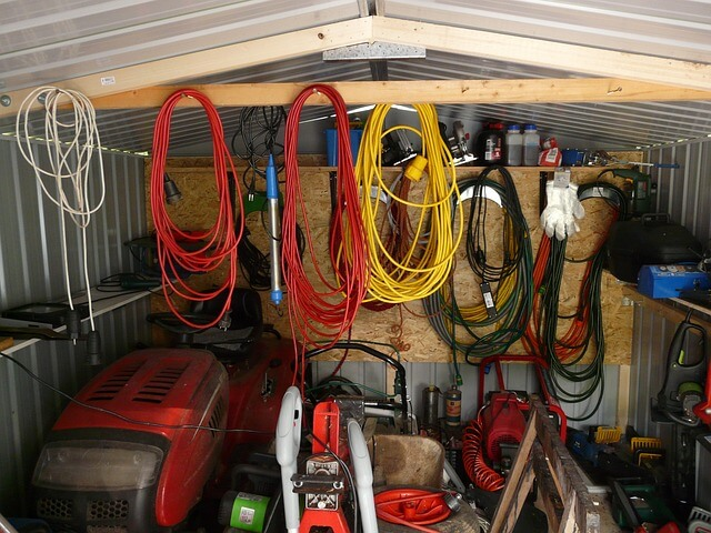 Ranger sa tondeuse autoportée dans un garage métal